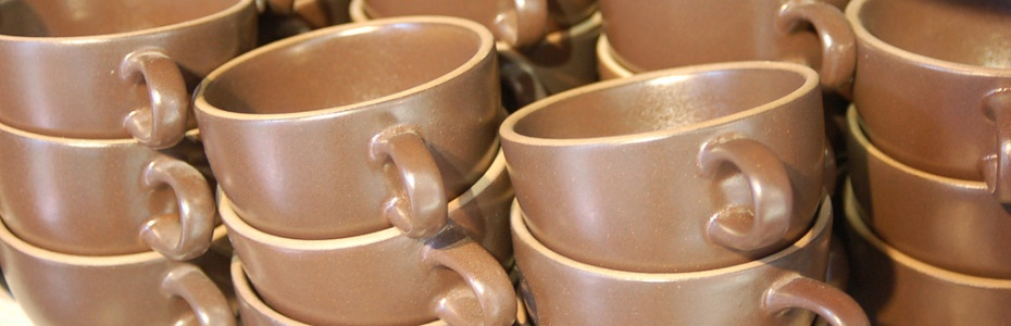 Coffee cups (brown).